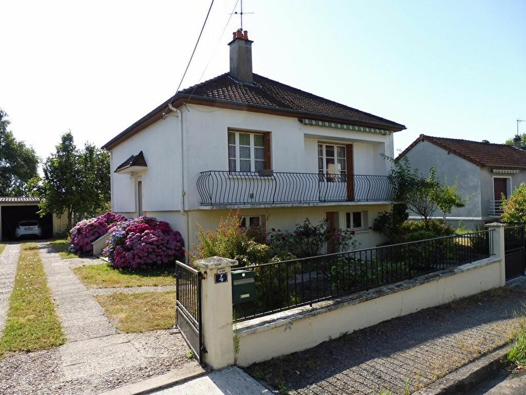 Achat Maison 5 pièces à Saint-Léger-des-Vignes - vignette-1