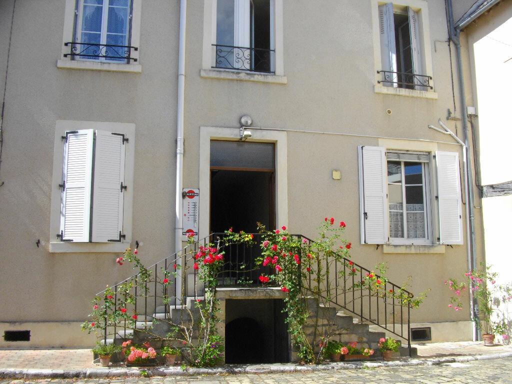 Location Appartement 2 pièces à Mehun-sur-Yèvre - vignette-1