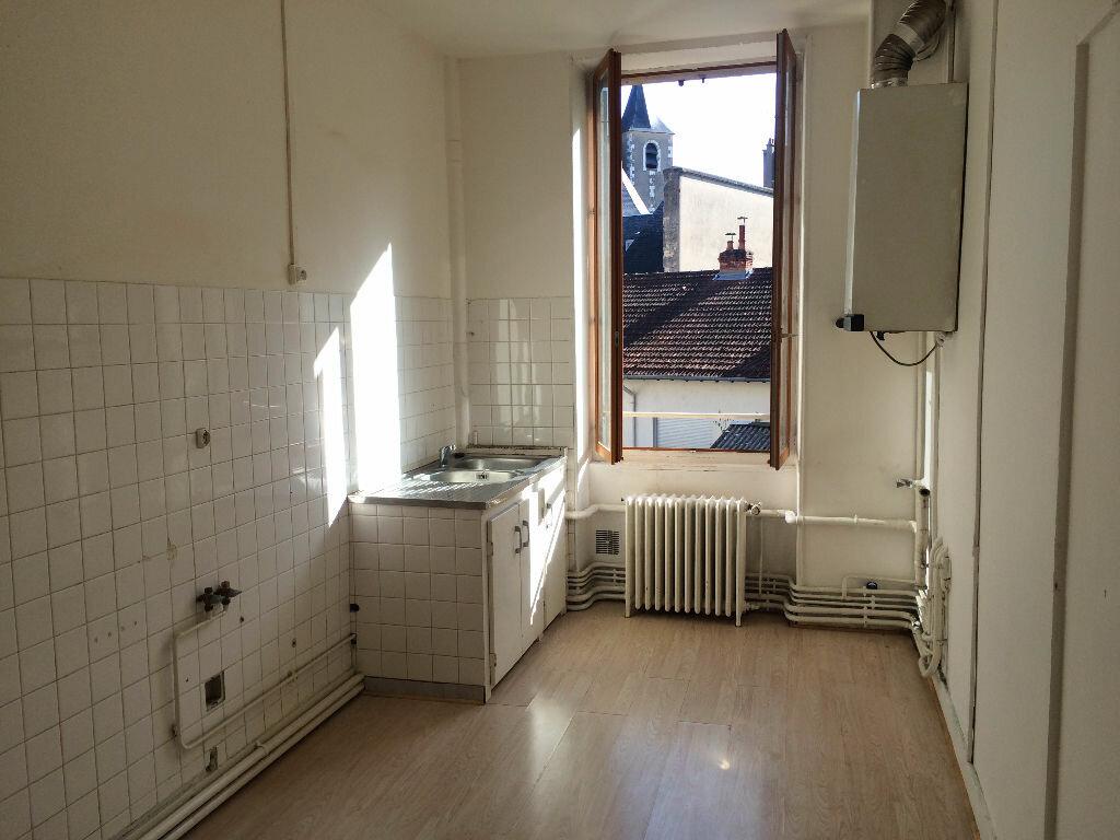 Location Appartement 4 pièces à Nevers - vignette-1