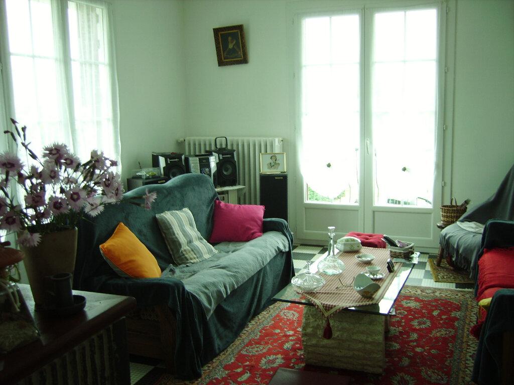 Achat Maison 6 pièces à Saint-Sulpice-Laurière - vignette-4