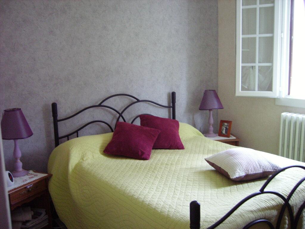 Achat Maison 6 pièces à Saint-Sulpice-Laurière - vignette-5