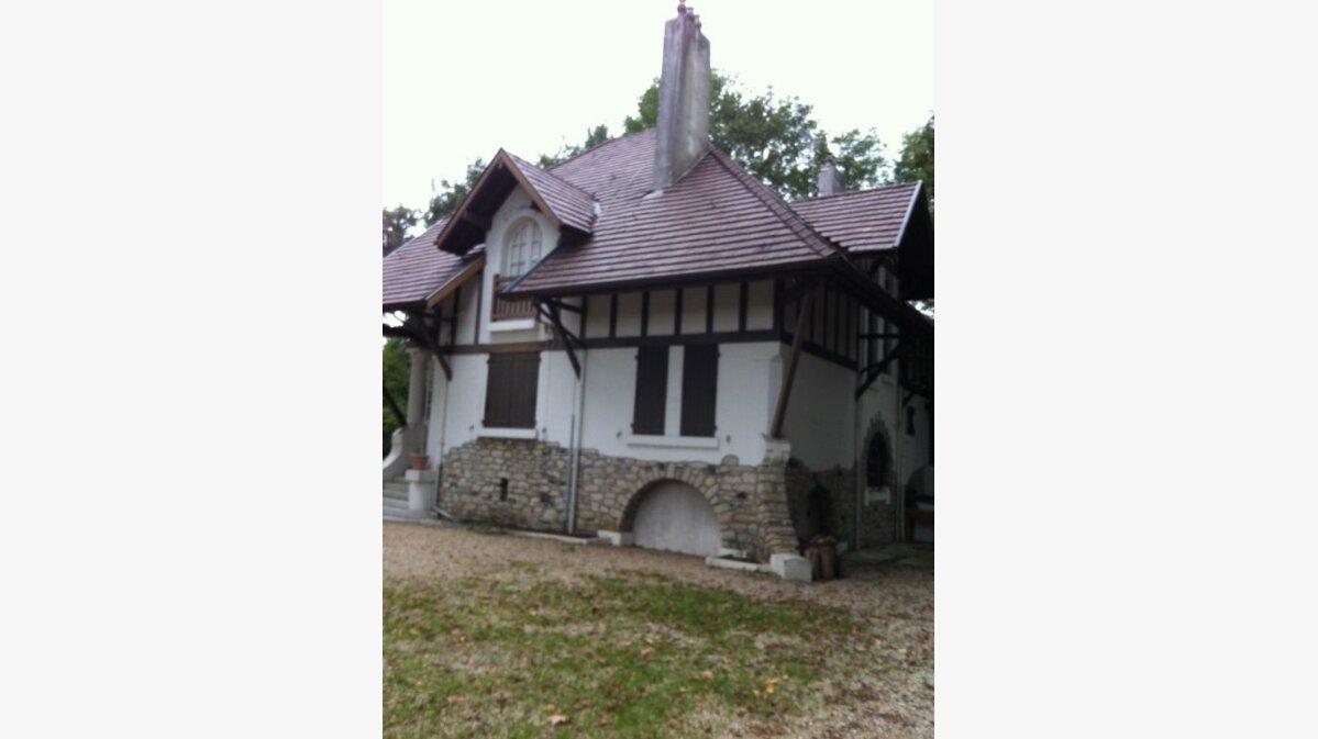 Location Maison 7 pièces à Urt - vignette-1