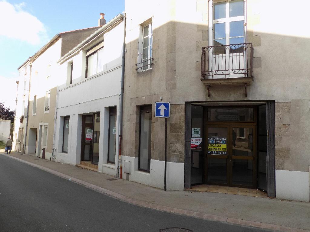 Location Local commercial  à Cholet - vignette-1