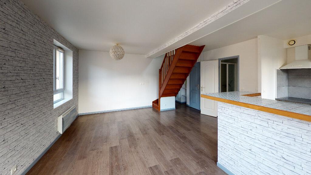 Location Appartement 3 pièces à Saint-Jean-les-Deux-Jumeaux - vignette-3