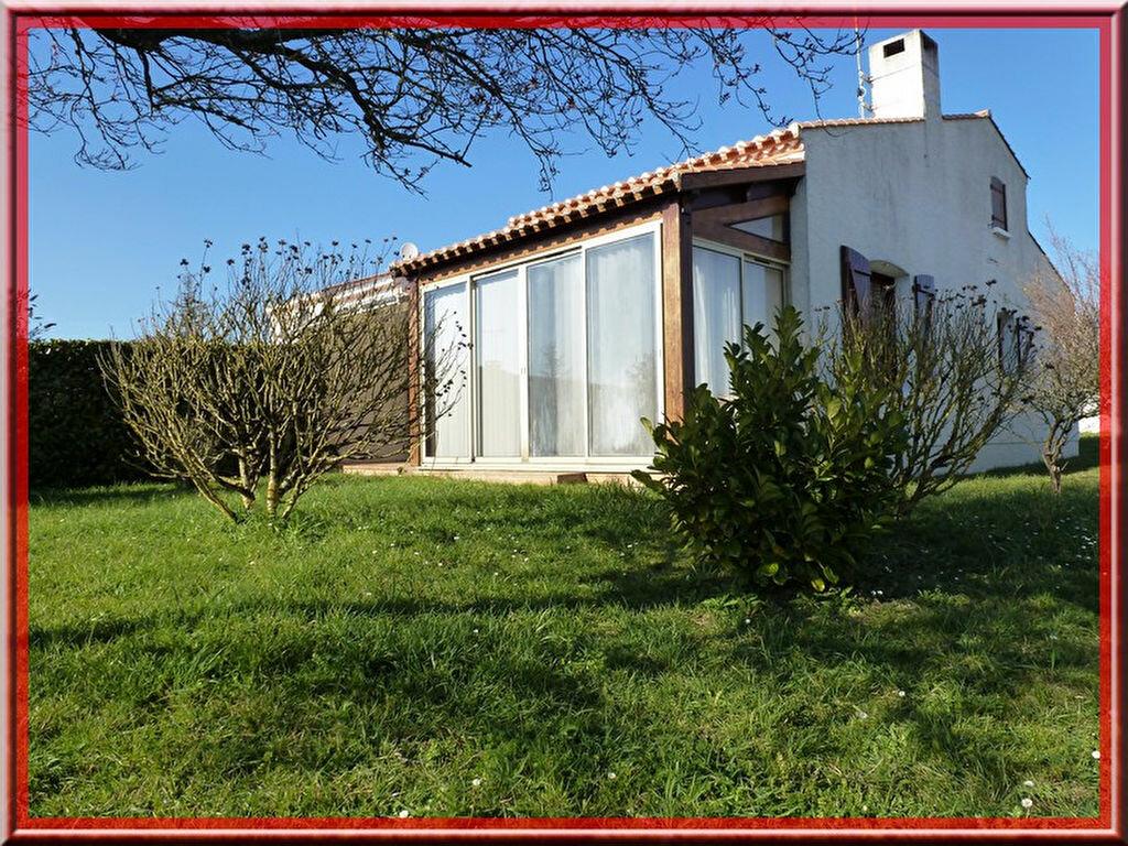 Achat Maison 4 pièces à Saint-Vincent-sur-Jard - vignette-1