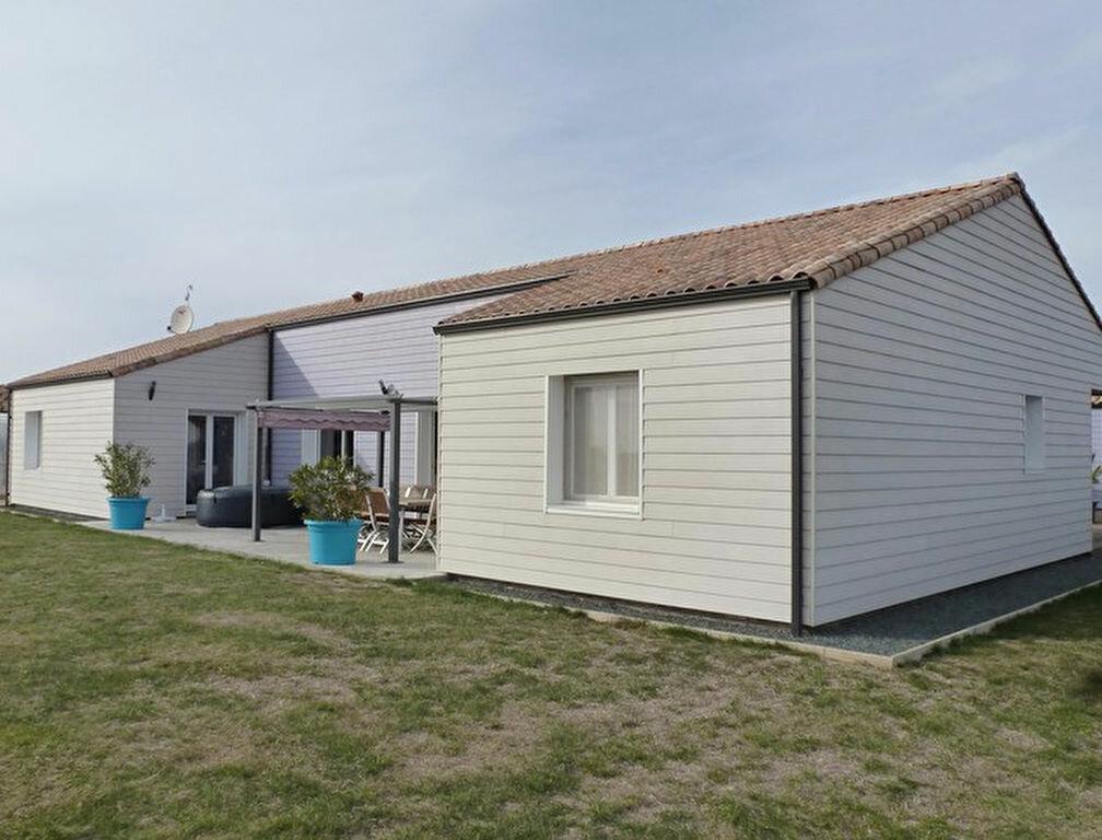 Achat Maison 5 pièces à Saint-Vincent-sur-Jard - vignette-1