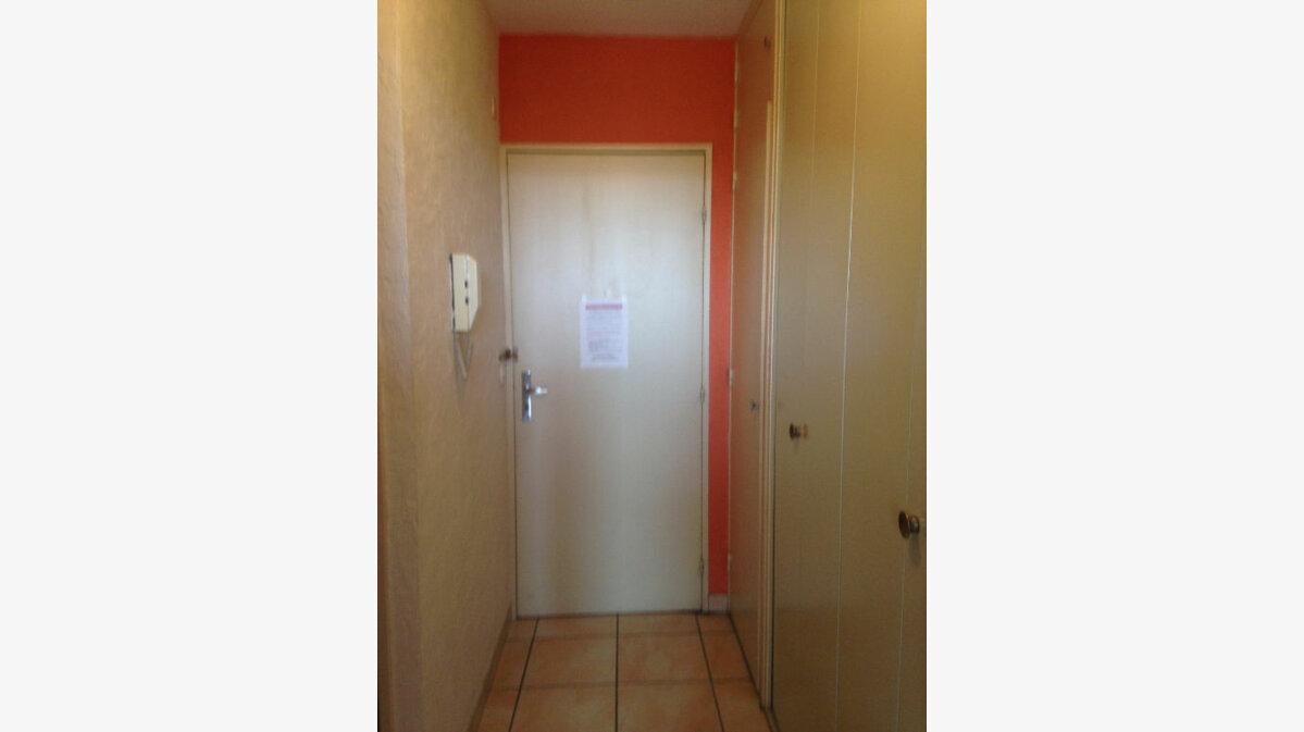 Achat Appartement 1 pièce à Sainte-Tulle - vignette-5