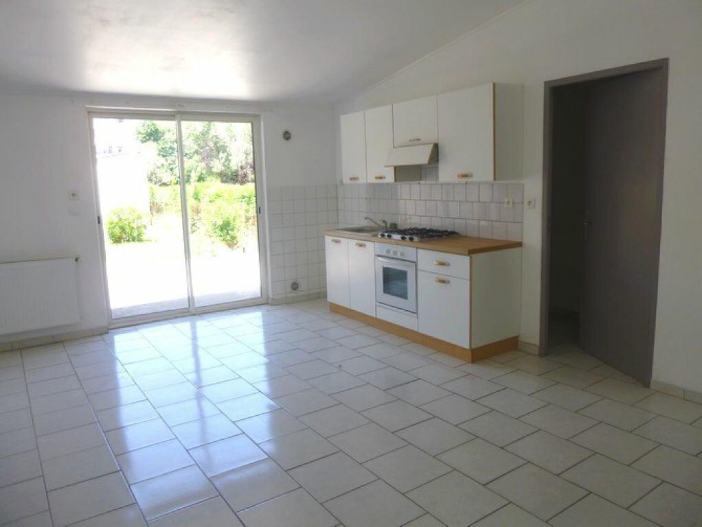 Location Maison 4 pièces à Pont-Saint-Esprit - vignette-2