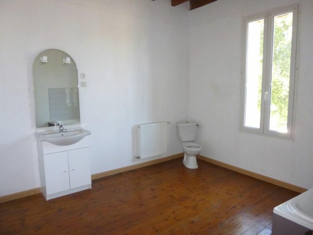 Location Maison 4 pièces à Pont-Saint-Esprit - vignette-6