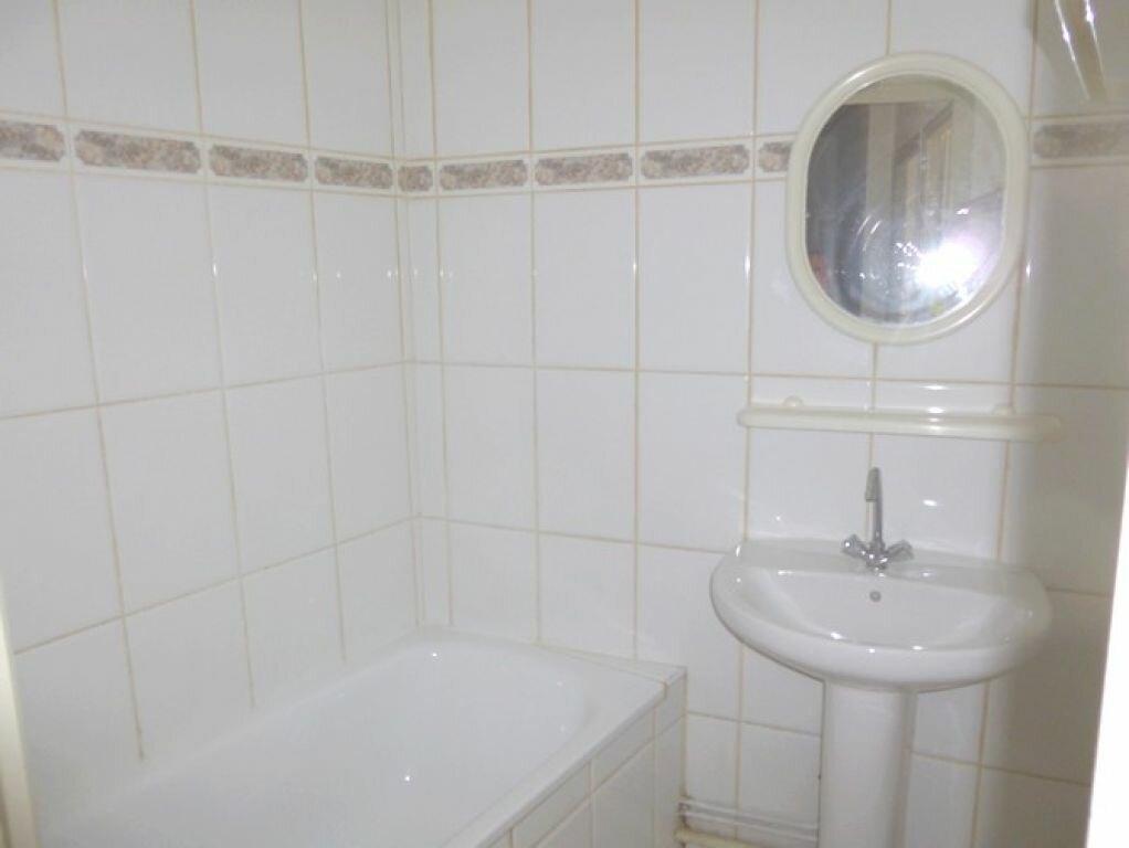 Location Appartement 3 pièces à Pont-Saint-Esprit - vignette-6