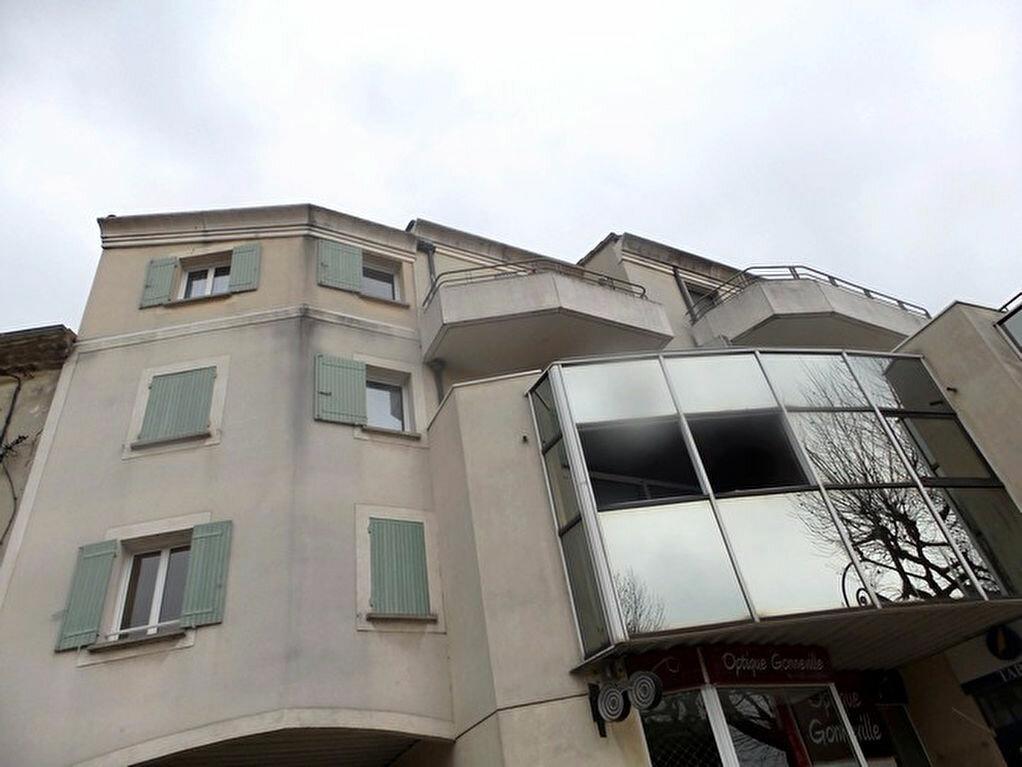 Location Appartement 2 pièces à Bollène - vignette-1