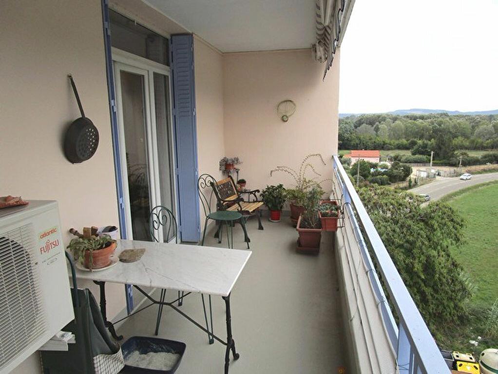 Achat Appartement 4 pièces à Pont-Saint-Esprit - vignette-2