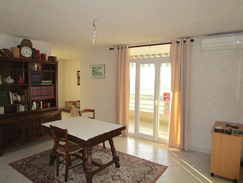Achat Appartement 4 pièces à Pont-Saint-Esprit - vignette-3