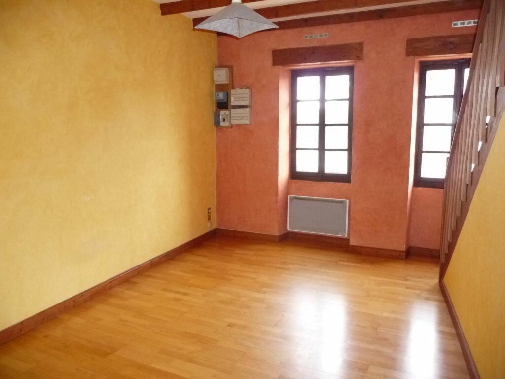 Location Maison 4 pièces à Saint-Georges-les-Bains - vignette-2