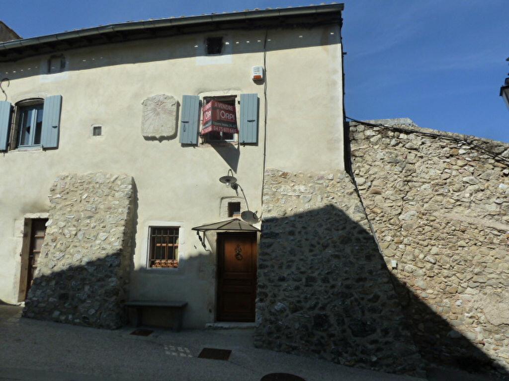 Location Maison 5 pièces à Cliousclat - vignette-1