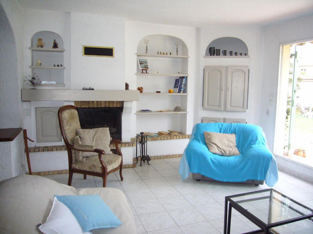 Achat Maison 4 pièces à Saint-Cyr-sur-Mer - vignette-2