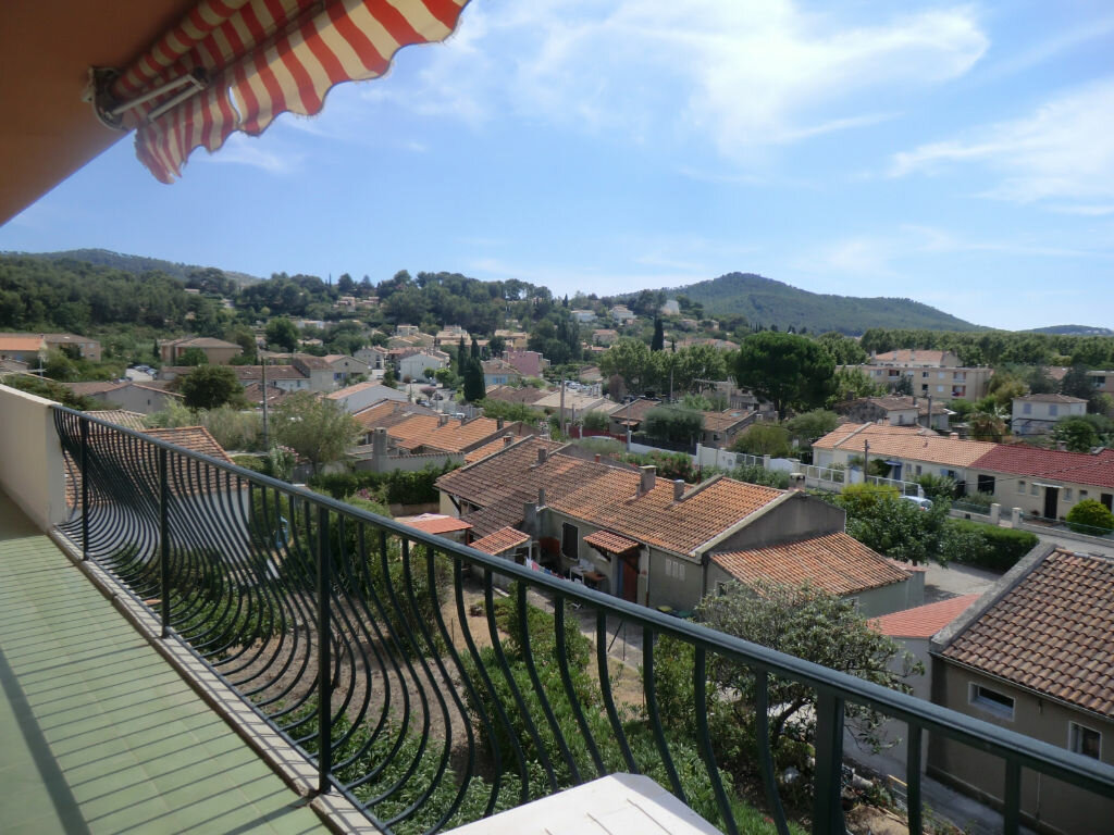 Achat Appartement 4 pièces à Saint-Cyr-sur-Mer - vignette-1