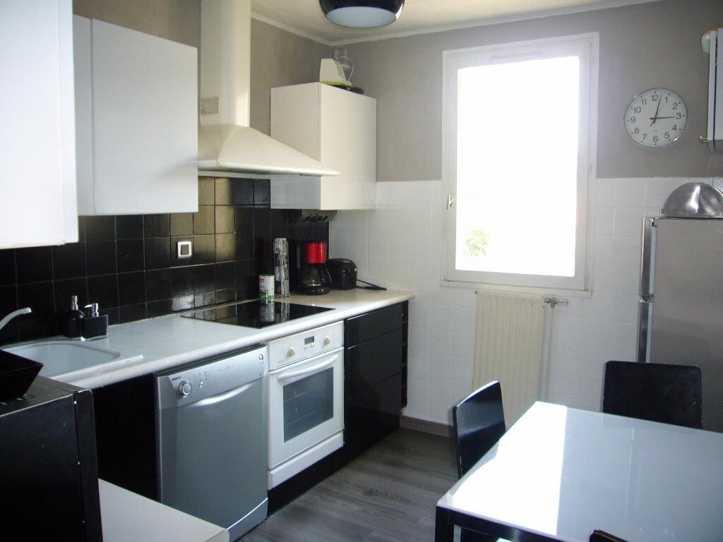 Achat Appartement 3 pièces à Saint-Cyr-sur-Mer - vignette-2