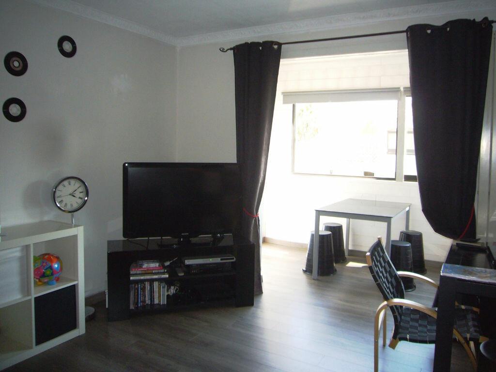 Achat Appartement 3 pièces à Saint-Cyr-sur-Mer - vignette-3