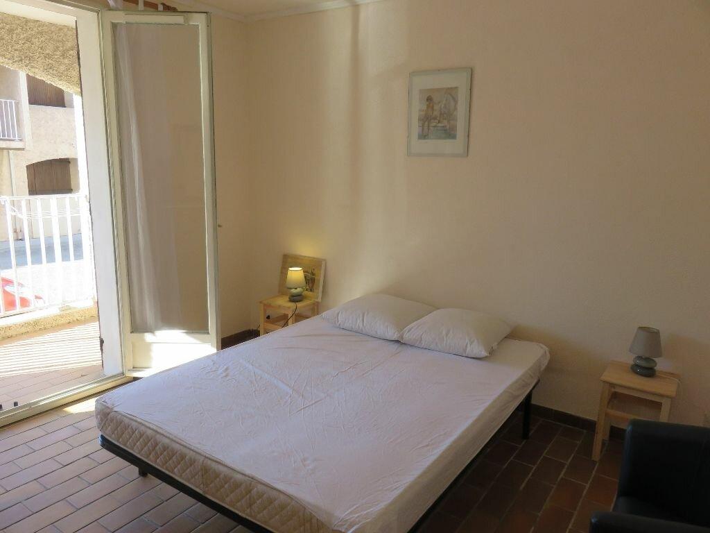 Location Appartement 2 pièces à Saint-Cyr-sur-Mer - vignette-1