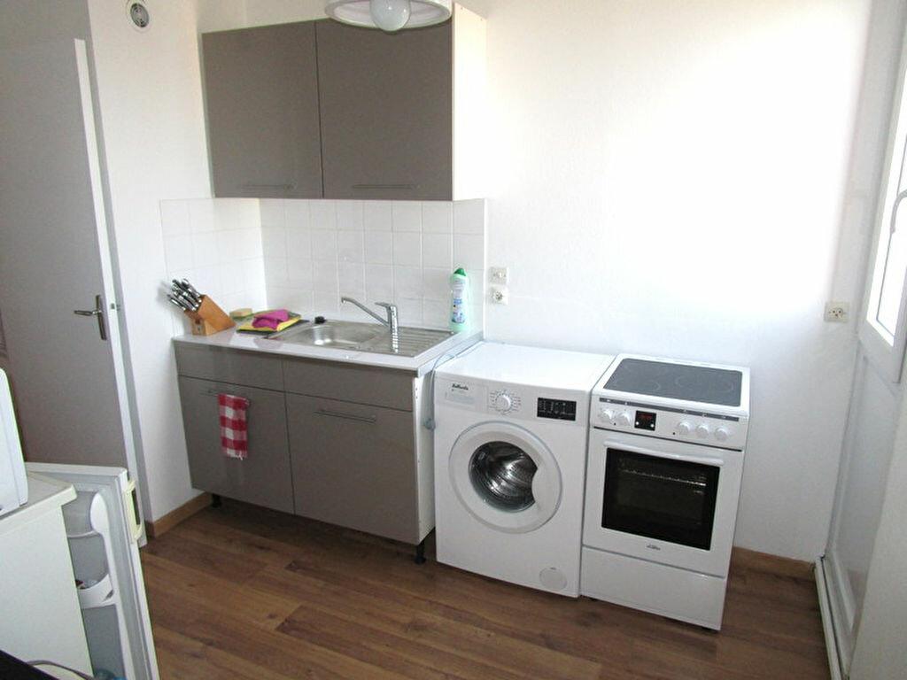 Location Appartement 2 pièces à La Madeleine - vignette-1