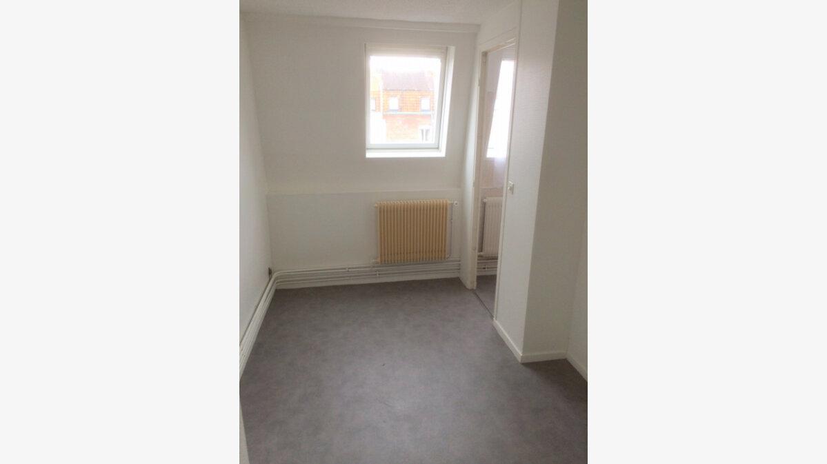 Location Appartement 3 pièces à La Madeleine - vignette-6