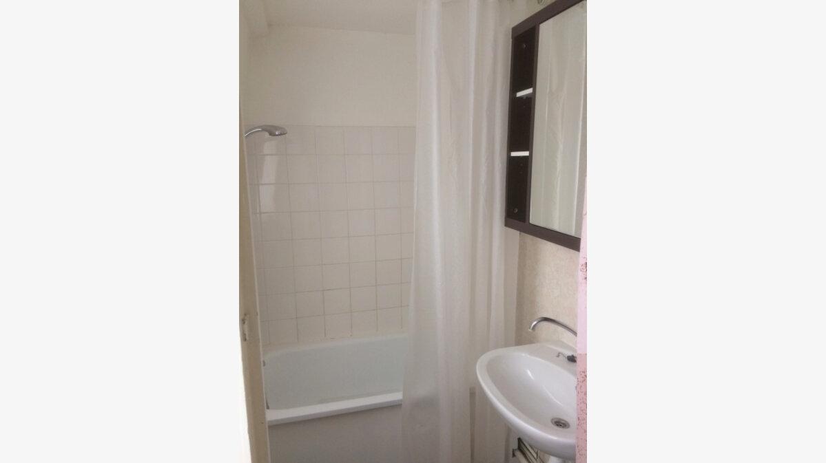 Location Appartement 3 pièces à La Madeleine - vignette-7