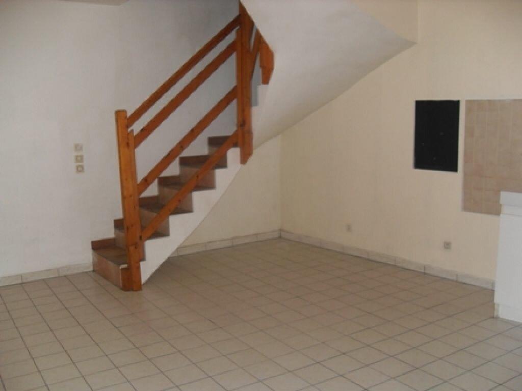 Location Appartement 3 pièces à Le Plessis-Brion - vignette-1
