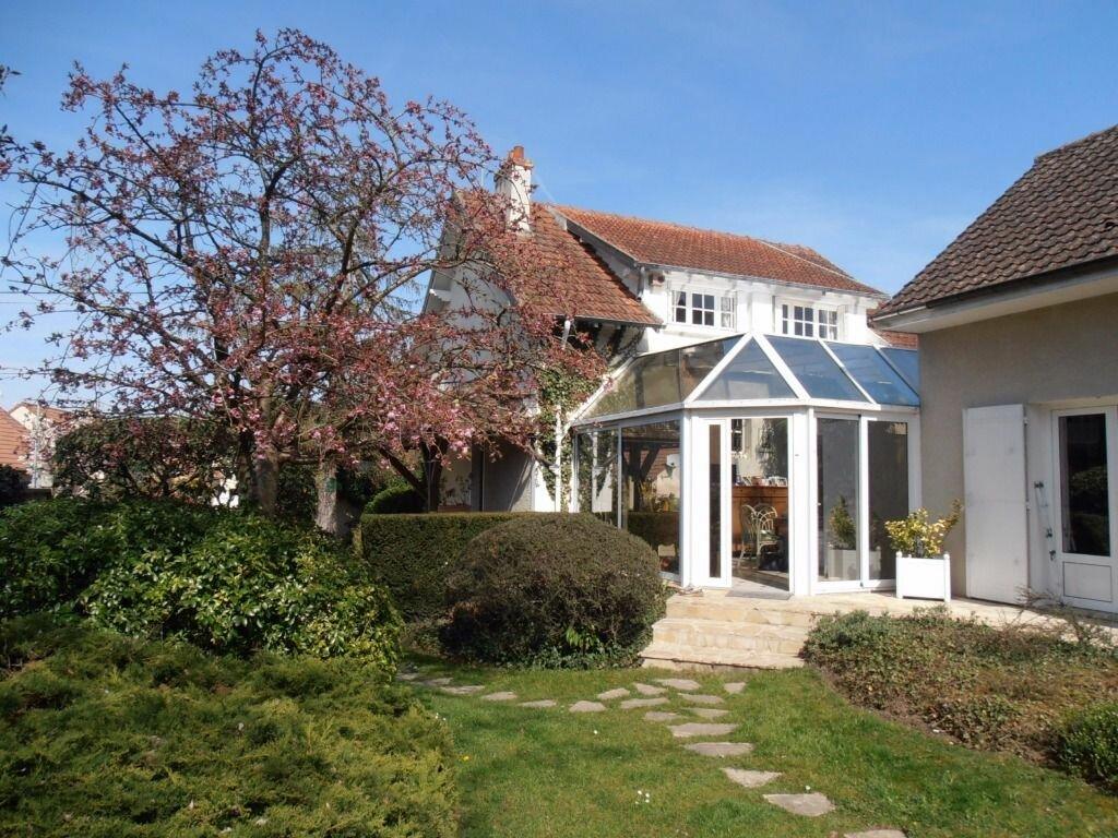 Achat Maison 9 pièces à Dammarie-les-Lys - vignette-2