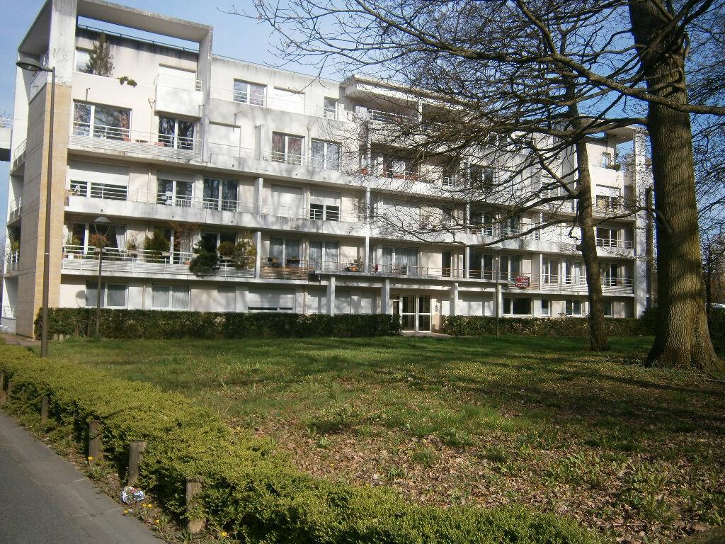 Location Appartement 2 pièces à Savigny-le-Temple - vignette-1