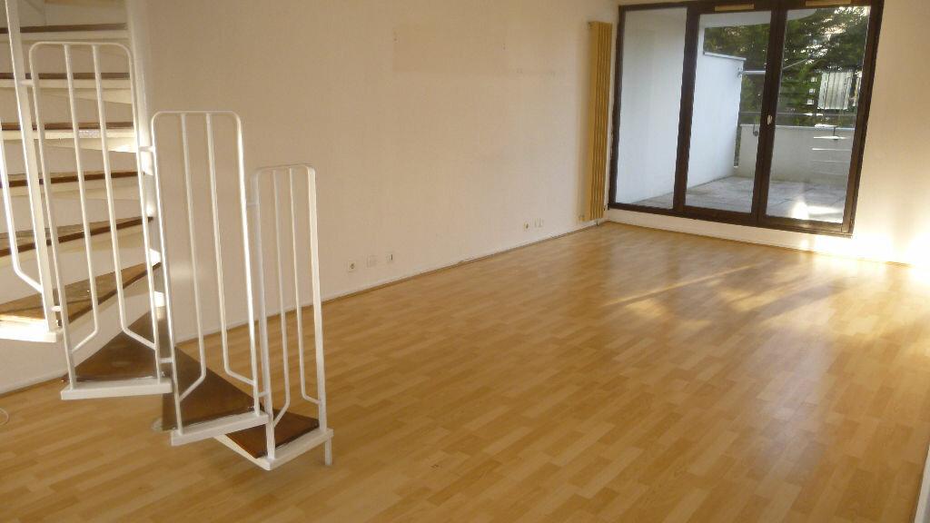 Location Appartement 3 pièces à Savigny-le-Temple - vignette-1