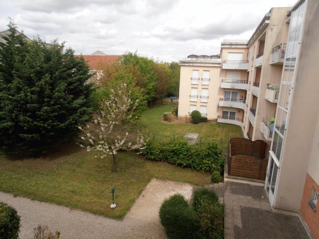 Achat Appartement 2 pièces à Savigny-le-Temple - vignette-3