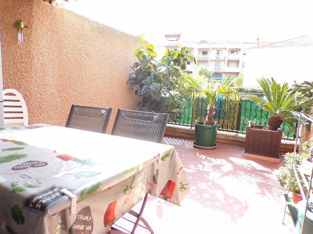 Achat Appartement 2 pièces à Carqueiranne - vignette-1