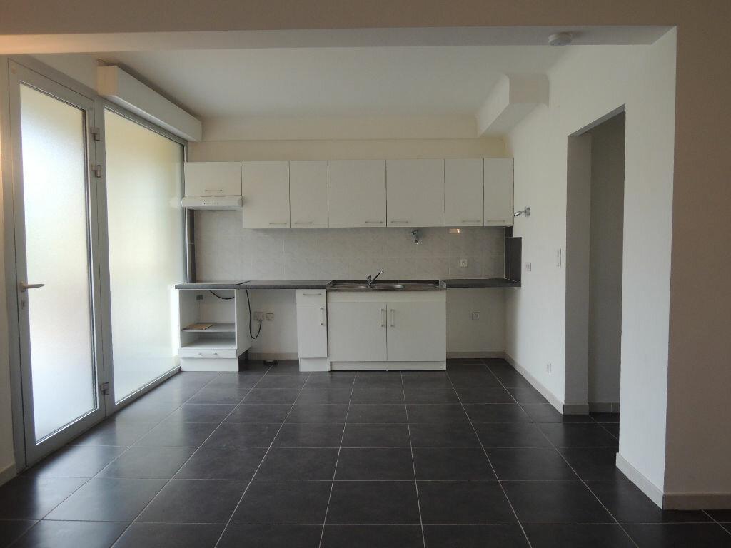 Location Appartement 3 pièces à Prades - vignette-2