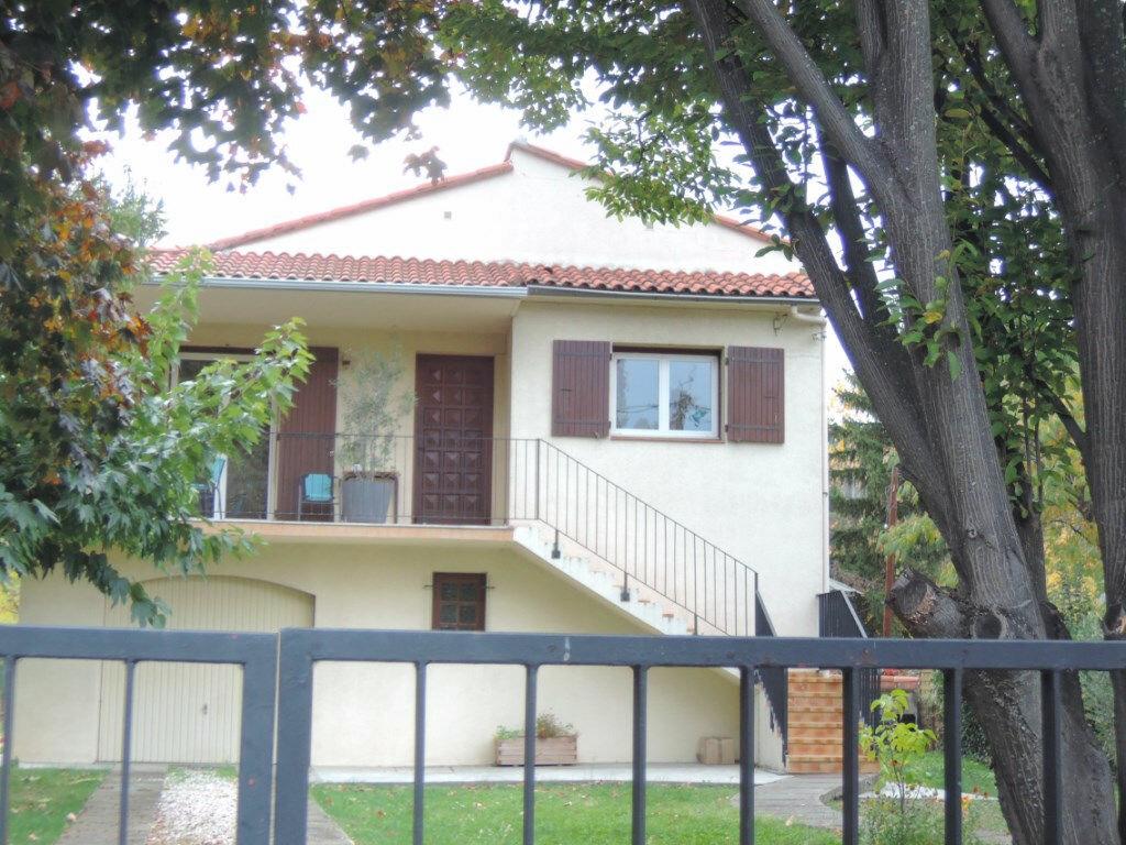 Location Appartement 4 pièces à Prades - vignette-1