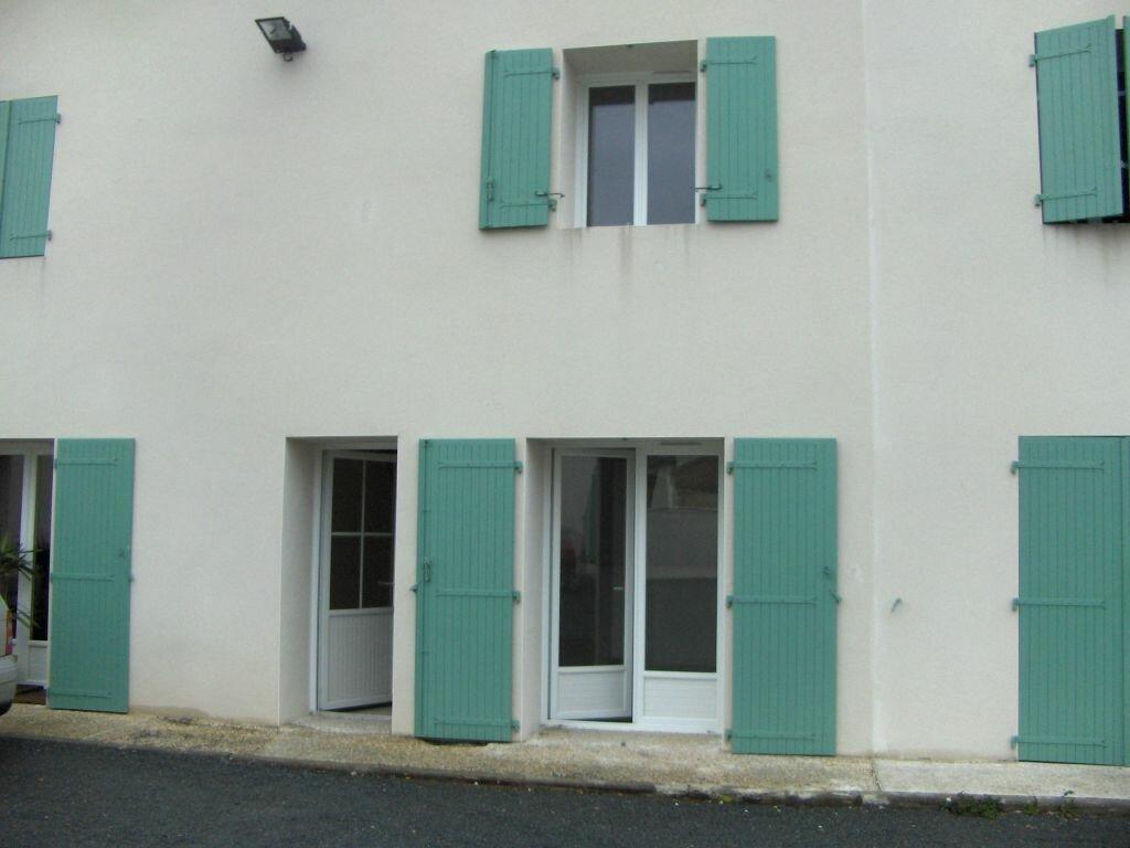 Location Appartement 3 pièces à Surgères - vignette-1