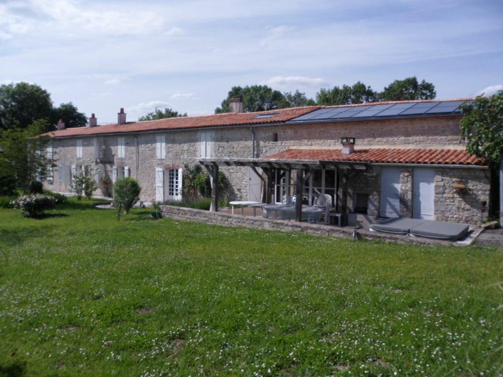 Achat Maison 7 pièces à Saint-Christophe - vignette-1