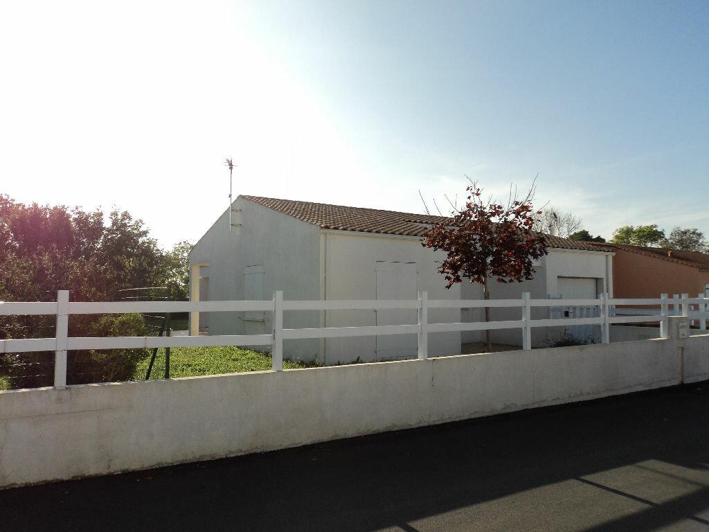 Location Maison 4 pièces à Saint-Georges-du-Bois - vignette-1