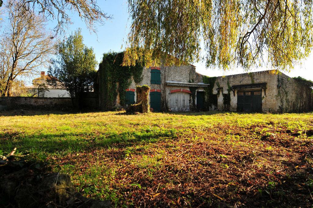 Achat Maison 9 pièces à Saint-Médard-d'Aunis - vignette-1