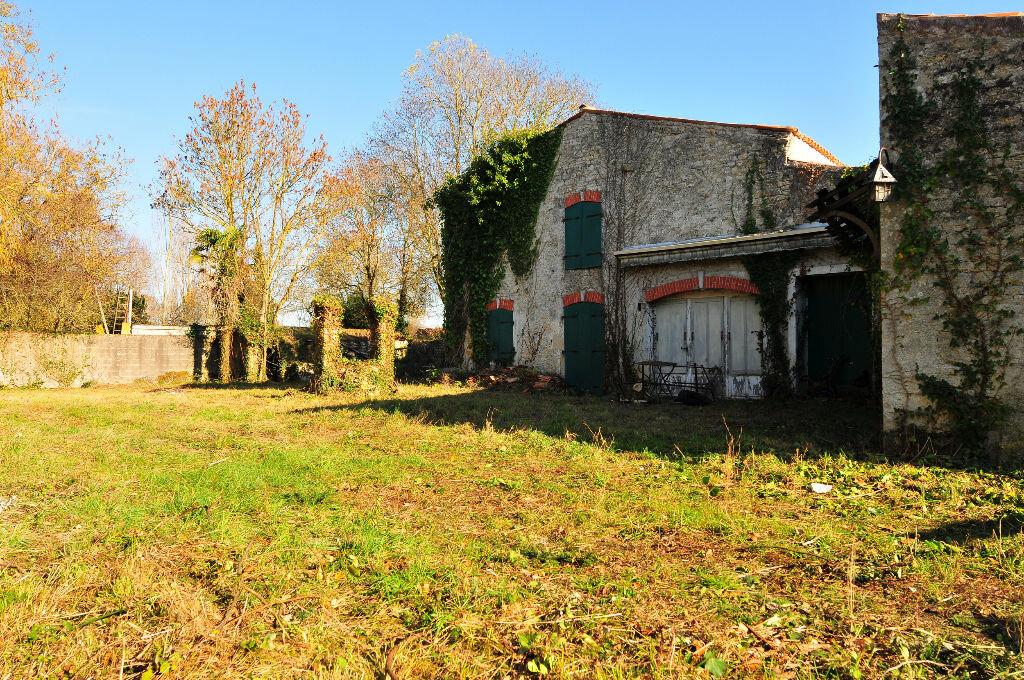 Achat Maison 9 pièces à Saint-Médard-d'Aunis - vignette-2