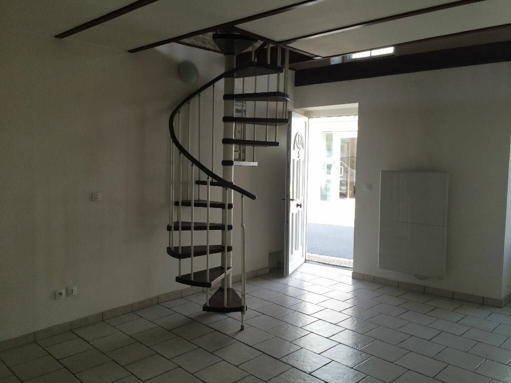 Location Appartement 2 pièces à Courçon - vignette-1
