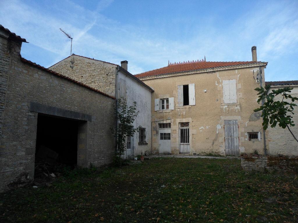Achat Maison 6 pièces à Saint-Sauveur-d'Aunis - vignette-1
