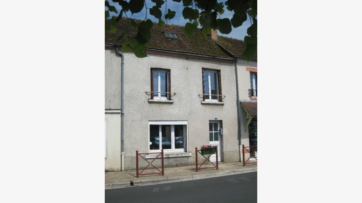 Location Maison 3 pièces à La Ferté-Saint-Cyr - vignette-1