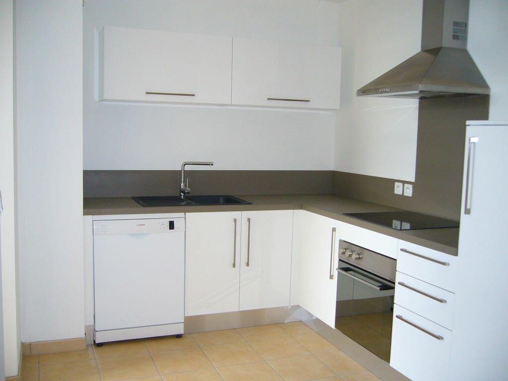 Location Appartement 4 pièces à Ruoms - vignette-1