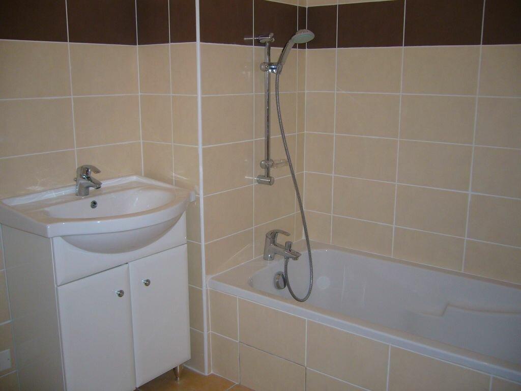 Location Appartement 4 pièces à Ruoms - vignette-3