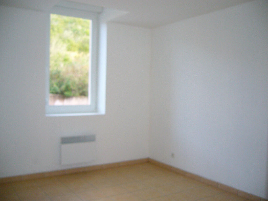 Location Appartement 4 pièces à Ruoms - vignette-4