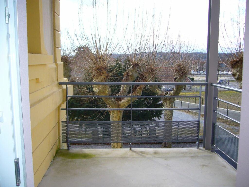 Location Appartement 4 pièces à Ruoms - vignette-5