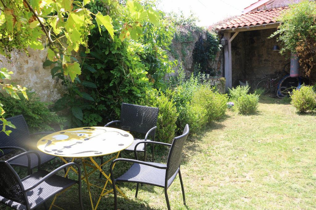 Achat Maison 4 pièces à Castres-Gironde - vignette-1