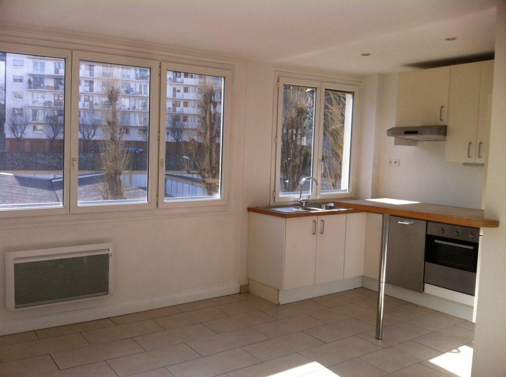 Location Appartement 3 pièces à Saint-Maur-des-Fossés - vignette-1