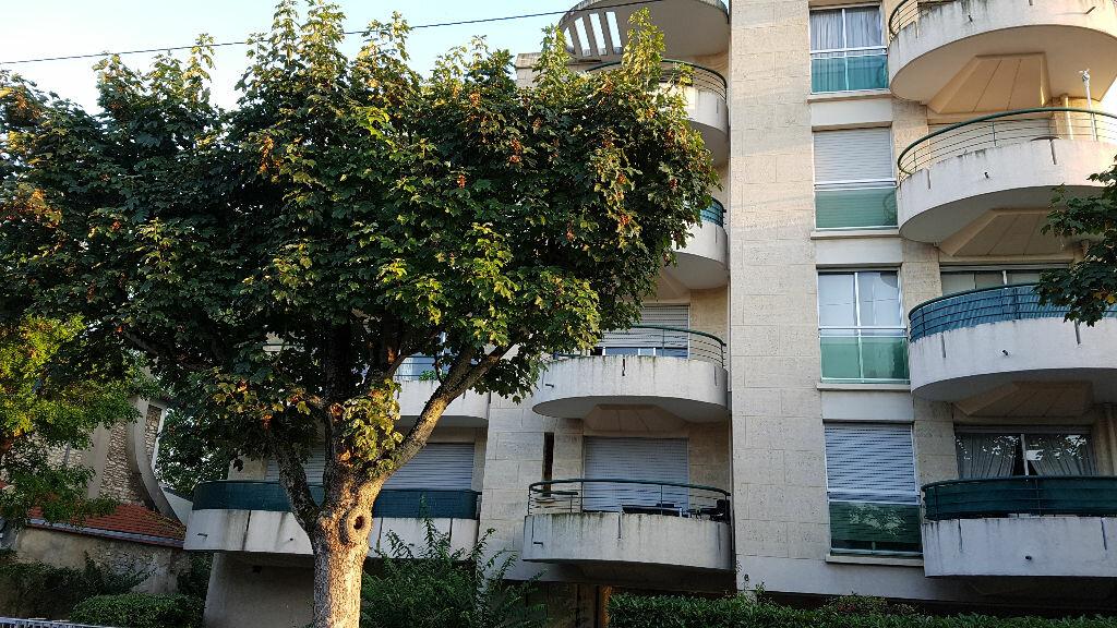 Location Appartement 4 pièces à Saint-Maur-des-Fossés - vignette-1